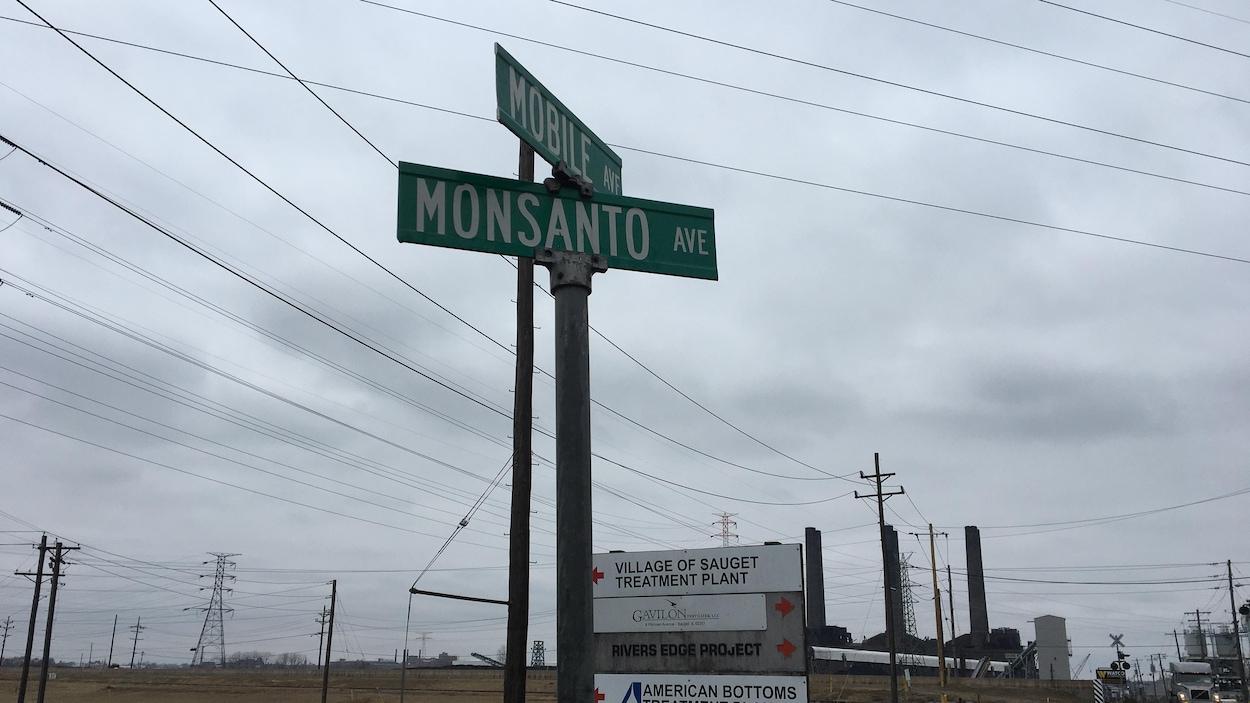 Photo au coin des avenues Monsanto et Sauget.