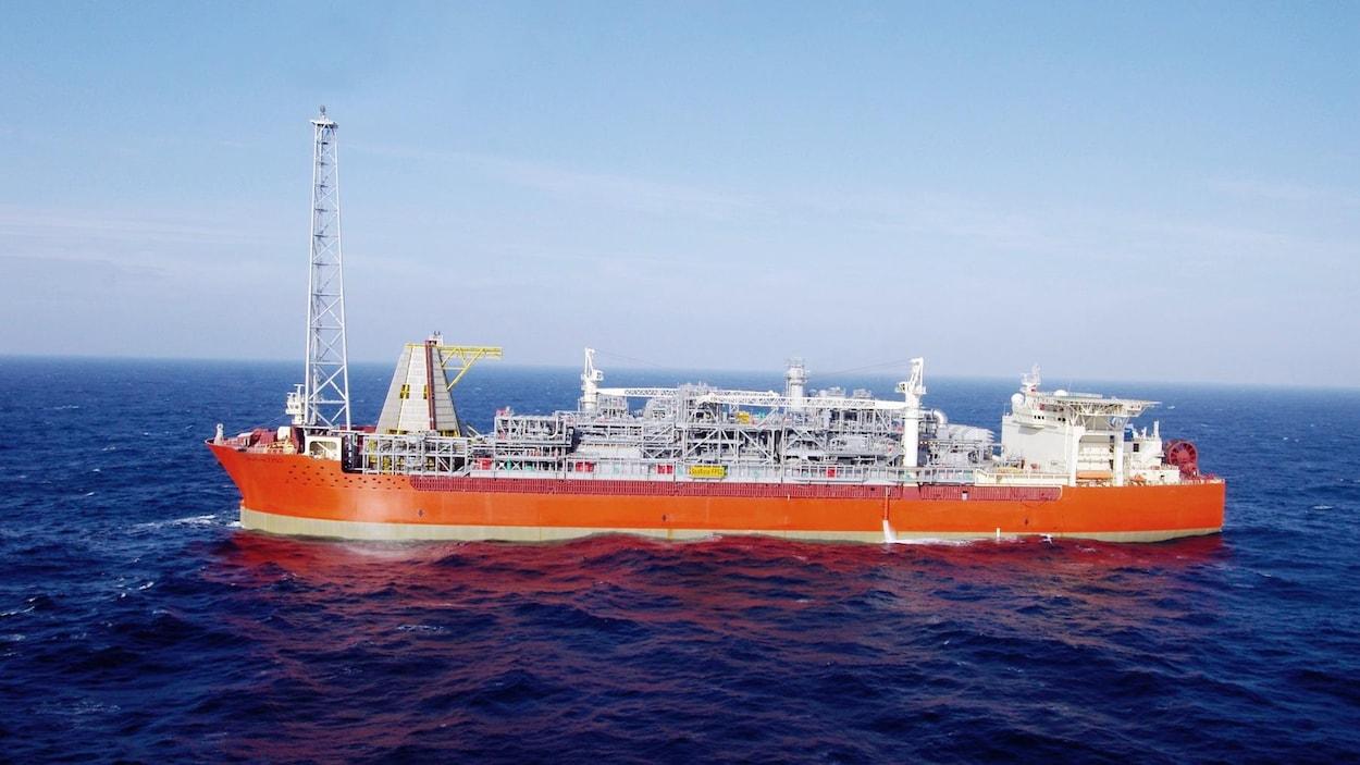 Le navire d'extraction pétrolière SeaRose.