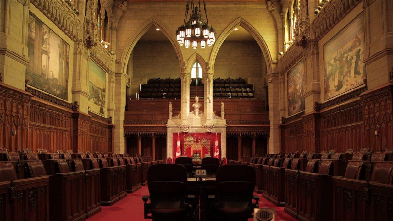 Vue sur l'intérieur de la chambre où siège le Sénat canadien.
