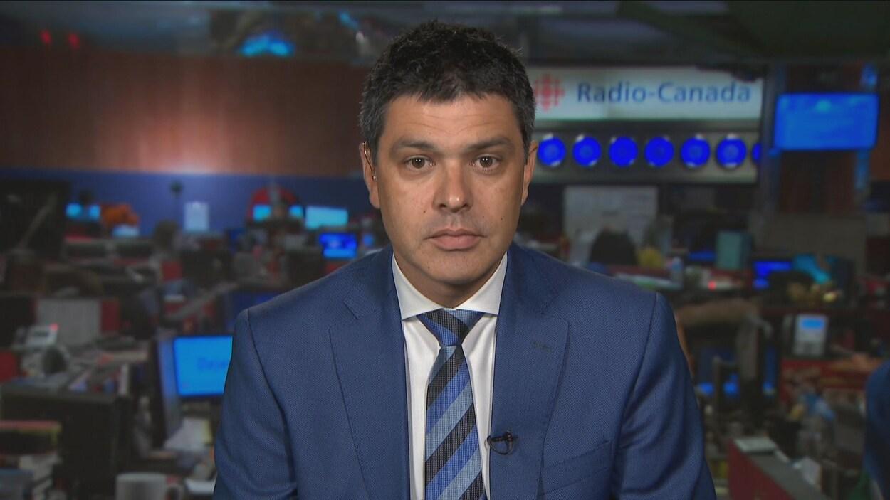 Serge Cormier, député fédéral d'Acadie Bathurst, en entrevue dans les studios de Radio-Canada.