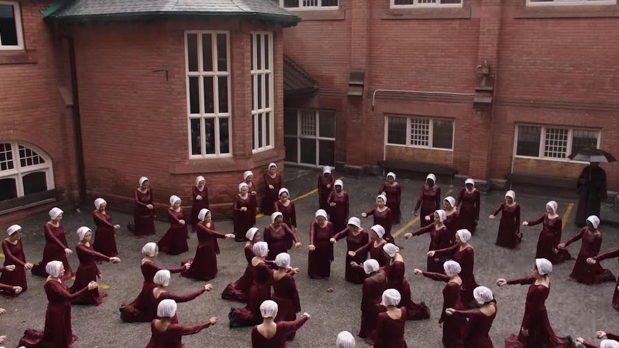 Une scène de la deuxième saison de <i>La servante écarlate</i>