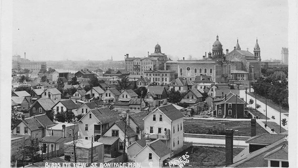 Photo de la ville de Saint-Boniface dans les années 1920.