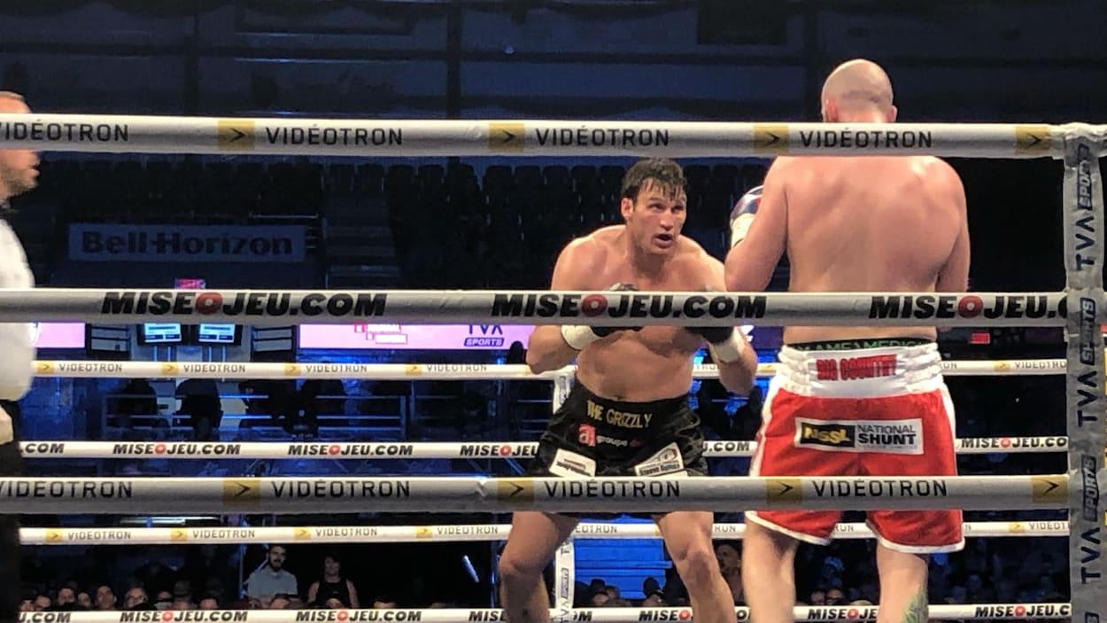 Simon Kean gagne son combat revanche contre Dillon Carman