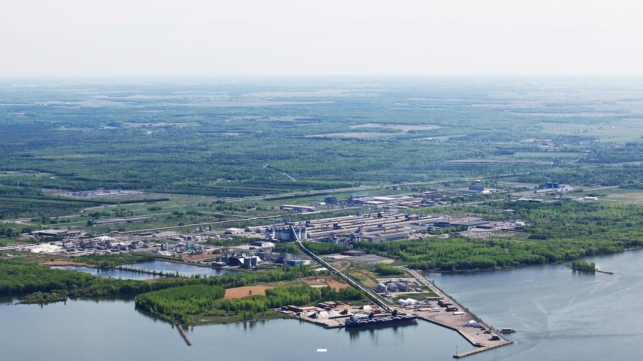 Vue aérienne du parc industriel et portuaire de Bécancour