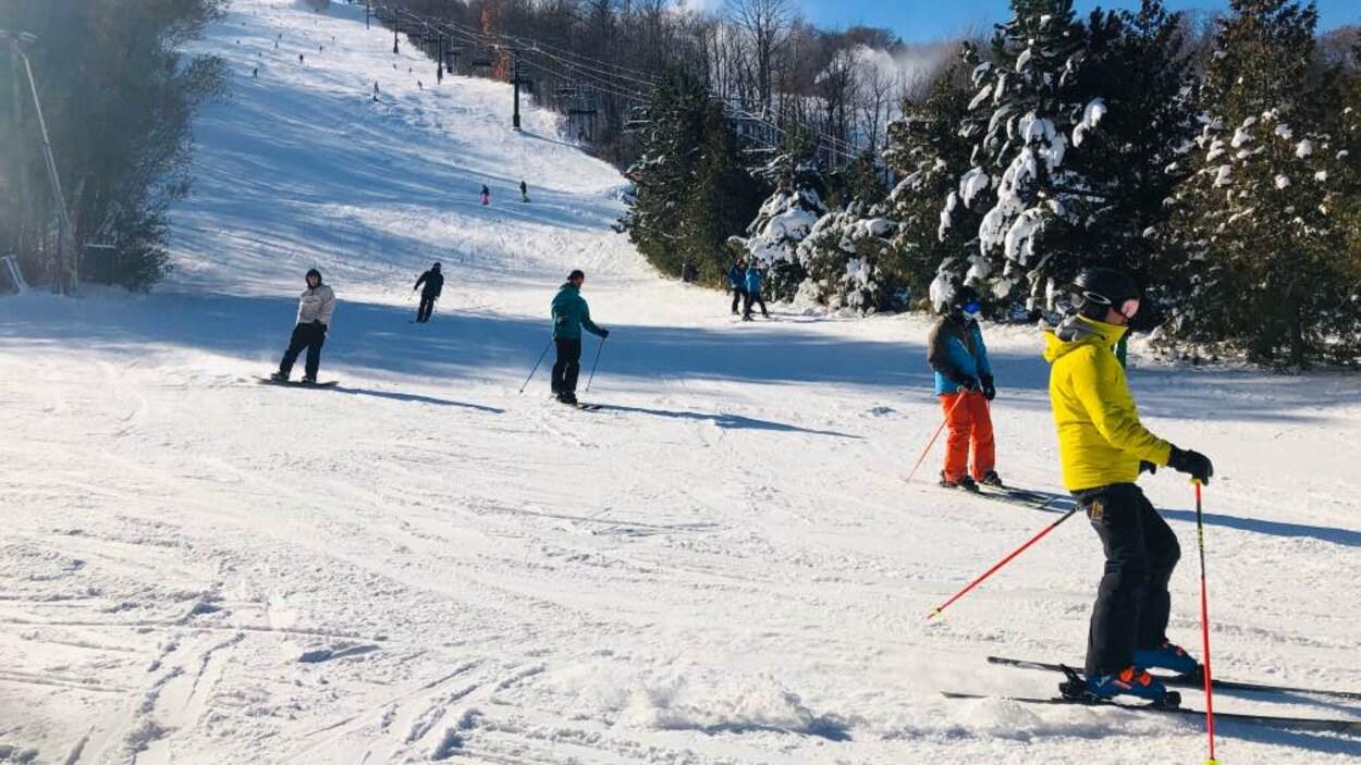 Les skieurs ont pu profiter de conditions optimales samedi sur les pistes sous le soleil..