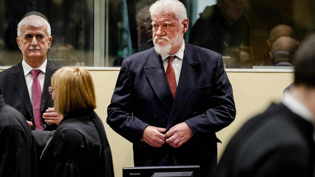 Un accusé avale du poison en pleine audience au tribunal — La Haye