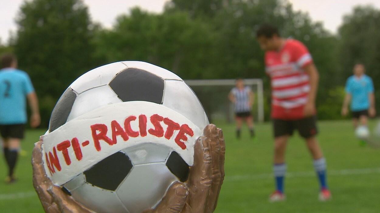 Le premier tournoi de soccer contre le racisme a eu lieu samedi à Québec au parc Victoria