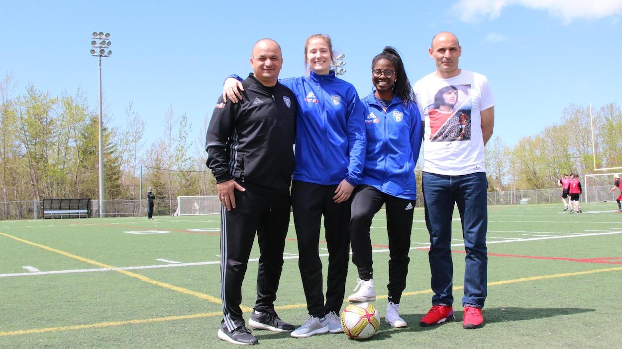 Nabil Haned, entraîneur adjoint, Marie-Joëlle Vandal, Easther Mayi Kith, Alfred Picariello, entraîneur