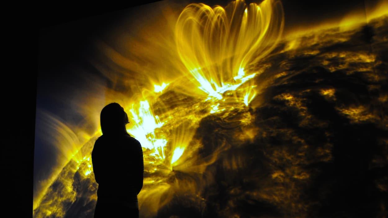 Mouvements de matière, éruptions, filaments, vibrations sonores… S O L A R I U M présente des phénomènes observés à la surface du soleil