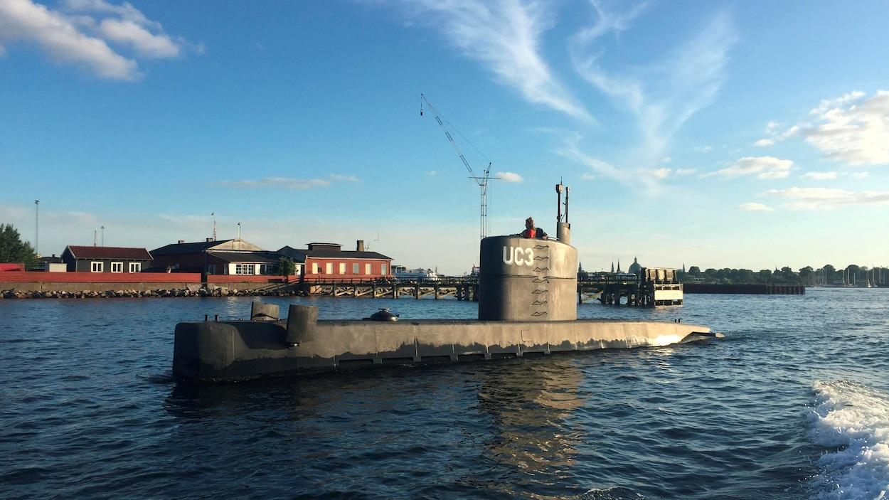 La journaliste suédoise Kim Wall sur le sous-marin artisanal de Peter Madsen.