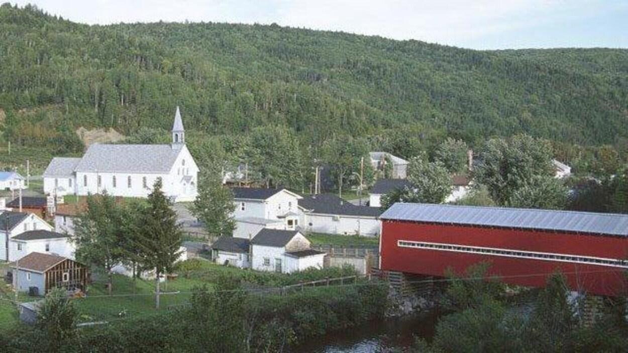 Saint-René-de-Matane possède un centre communautaire qui peut faire office de centre de crise.