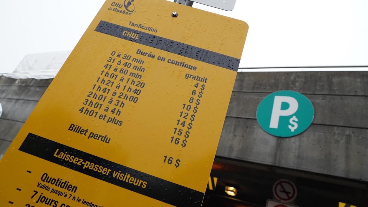 La grille de tarification du stationnement du CHU de Québec.