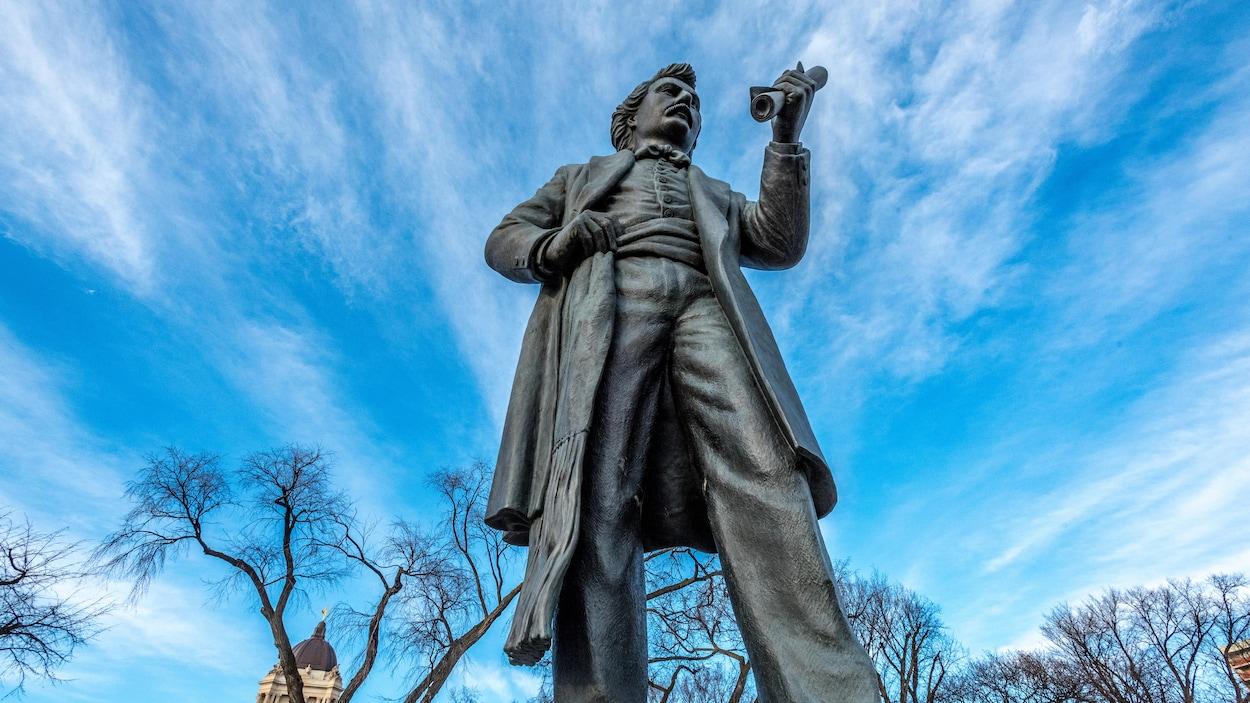 Une statue de Louis Riel.