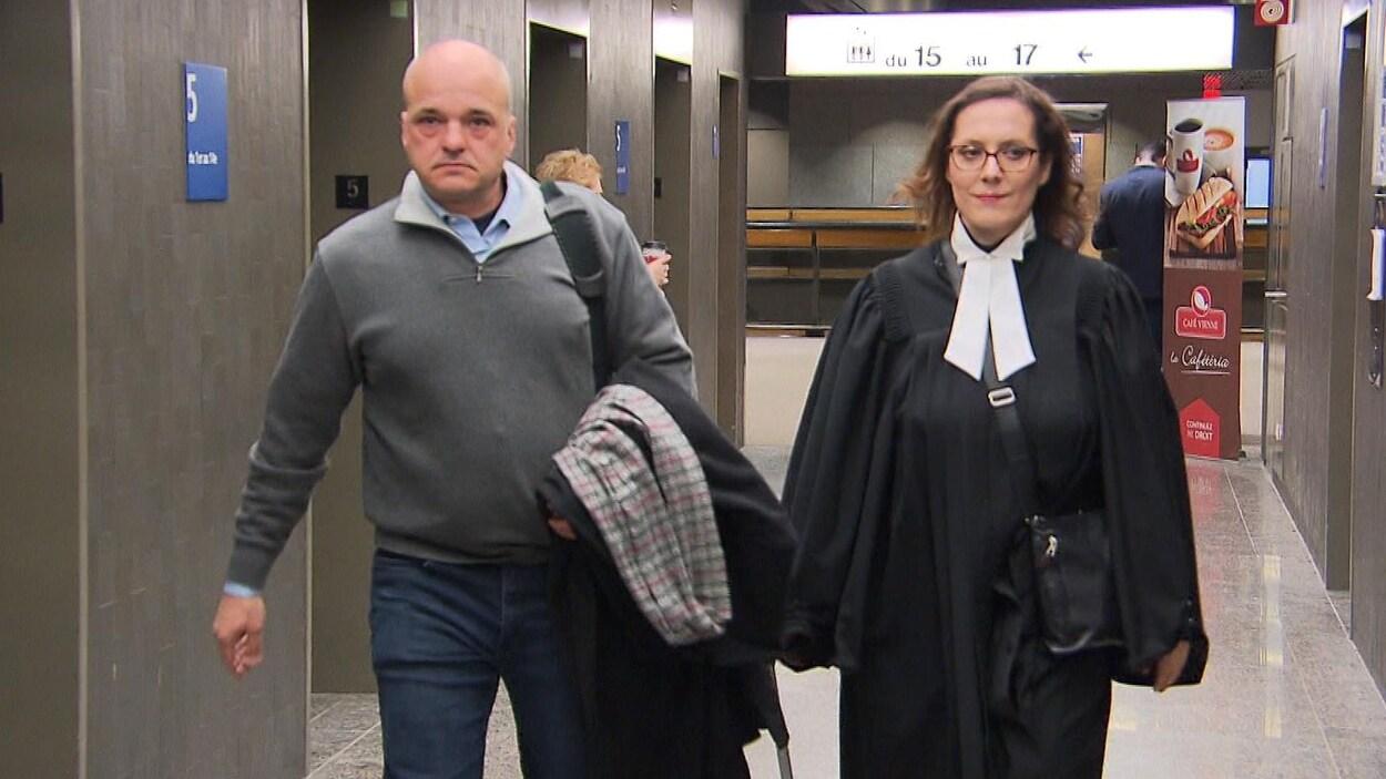L'accusé Stéphane Roy et son avocate.