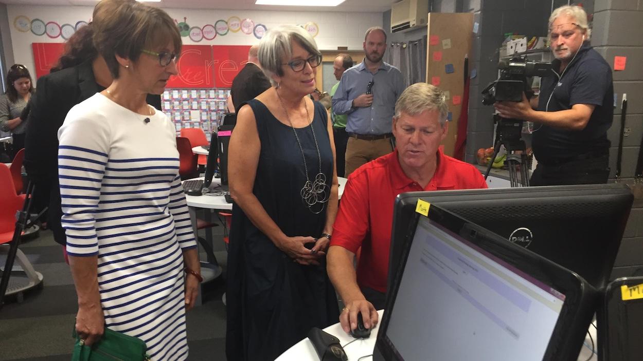 Stephen Horsman, Cathy Rogers et Monique Leblanc.