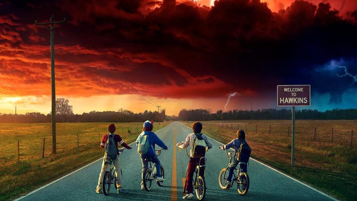 Détail de l'affiche de la deuxième saison de la série de Netflix « Stranger Things ».