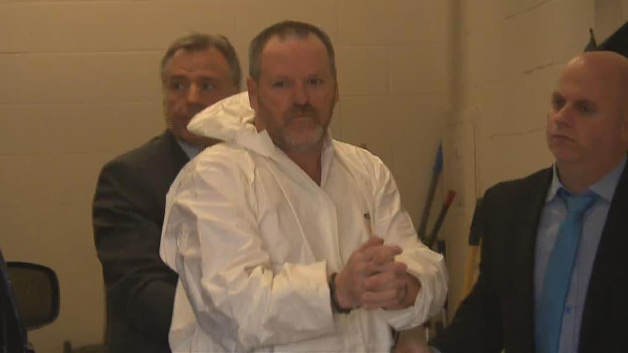 Sylvain Duquette qui arrive au palais de justice de Shawinigan