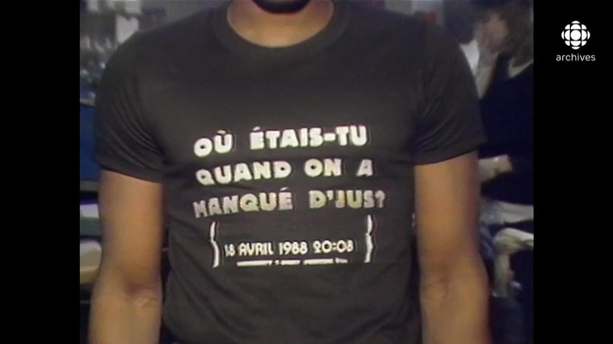 T-shirt avec comme impression le texte «Où étais-tu quand on a manqué d'jus?»