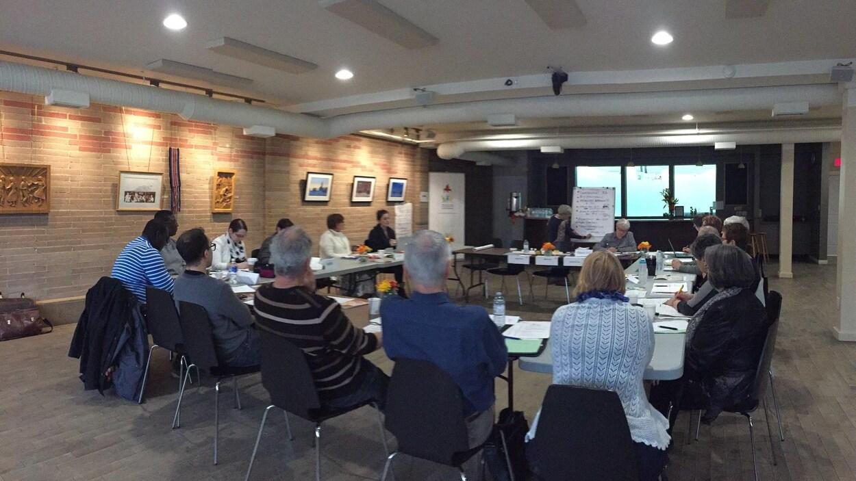 Photo des élus de la Table des élus de l'Assemblée communautaire fransaskoise à Saskatoon.