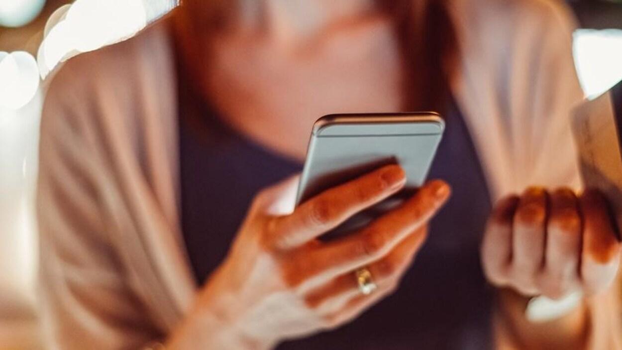 Ottawa demande au Conseil de la radiodiffusion et des télécommunications canadiennes de revoir une décision restreignant l'accès aux réseaux sans fil