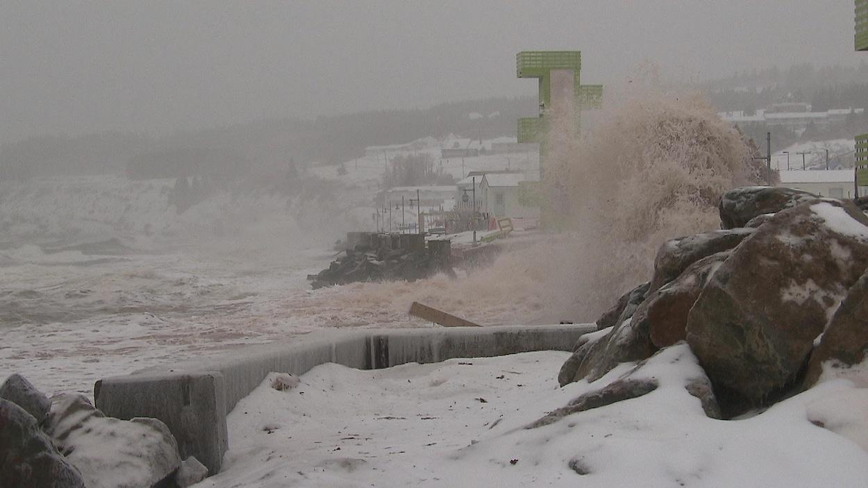la ville de Percé sous la tempête du 25 janvier 2017