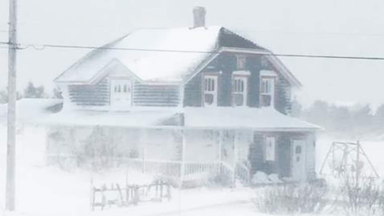Maison enneigée.