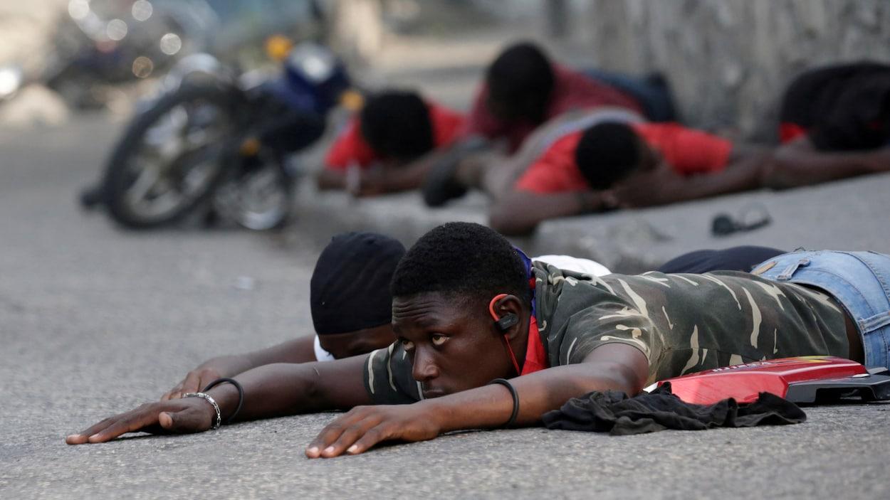 Des manifestants ont été détenus brièvement par les policiers vendredi, lors d'une manifestation contre le gouvernement à Port-au-Prince.