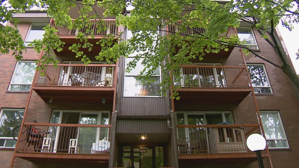 Immeuble à logements sur le boulevard Henri-Bourassa