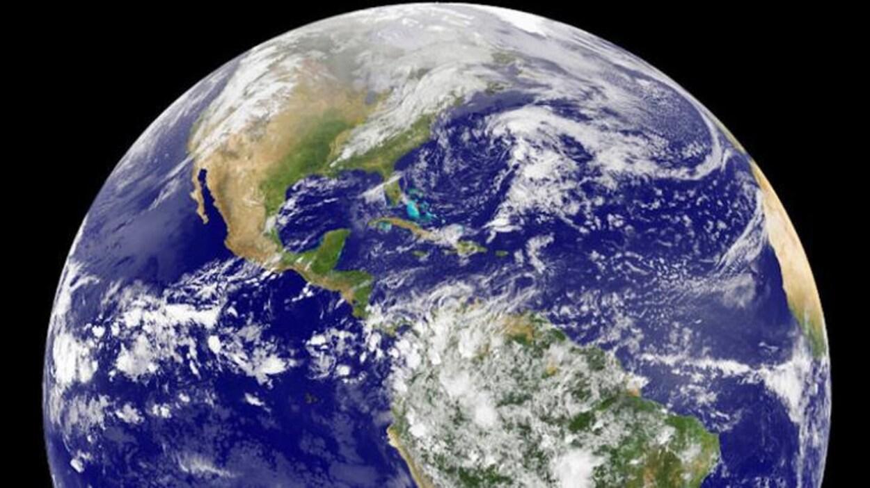 La concentration des gaz à effet de serre dans l'atmosphère inquiète les scientifiques.