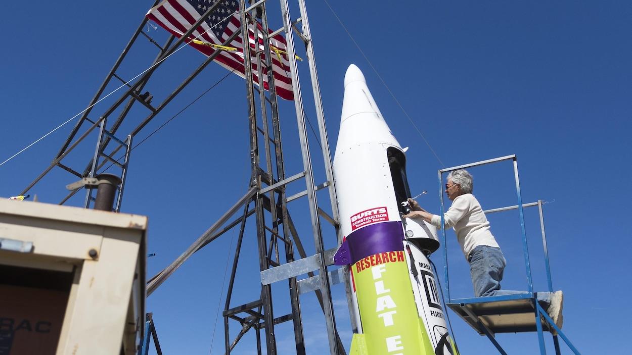 Il décolle en fusée pour prouver que la terre est plate