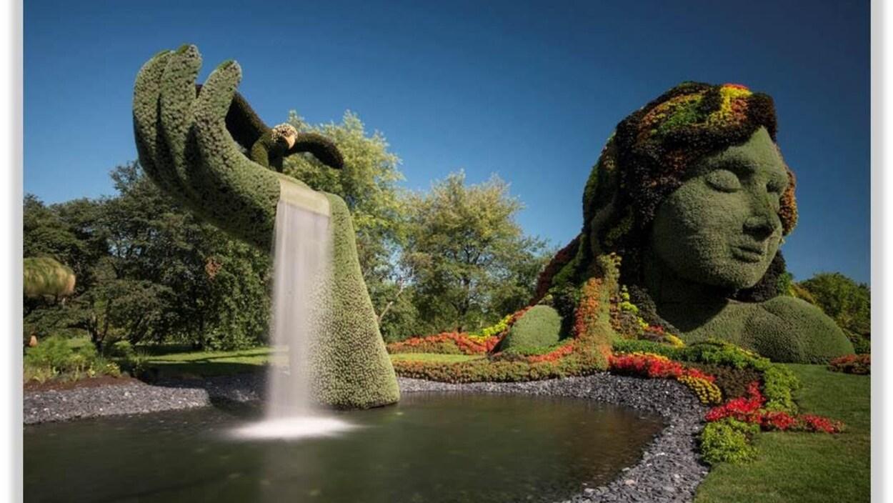 La Terre Mère est une oeuvre «signature» des Mosaïcultures internationales qui représente un buste de femme végétalisé.