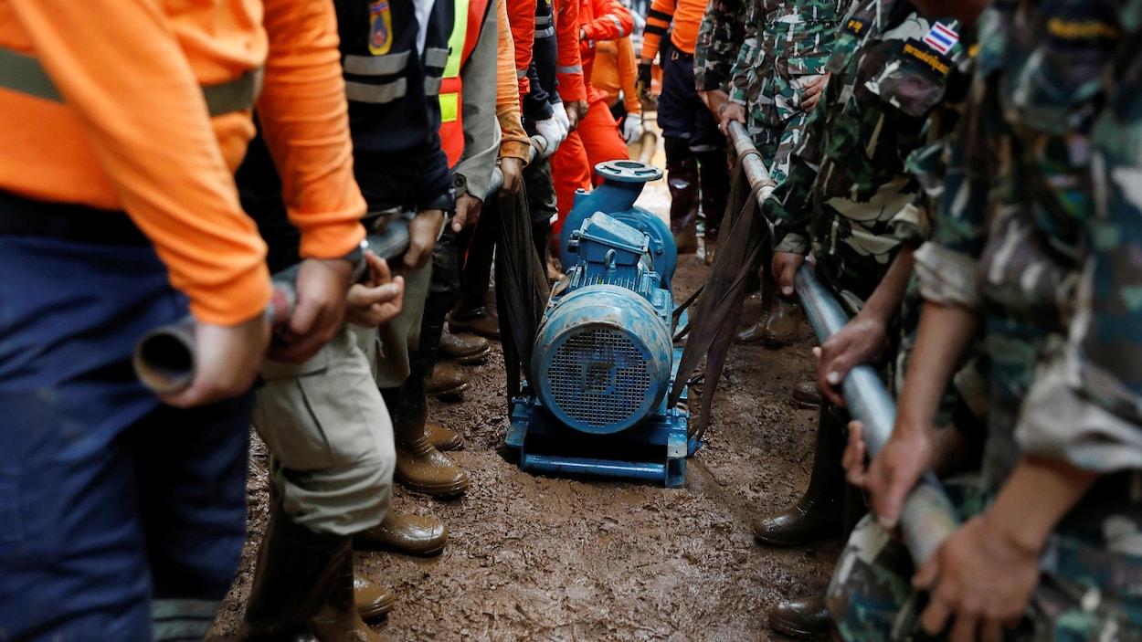 Des enfants coincés dans une grotte — Thaïlande