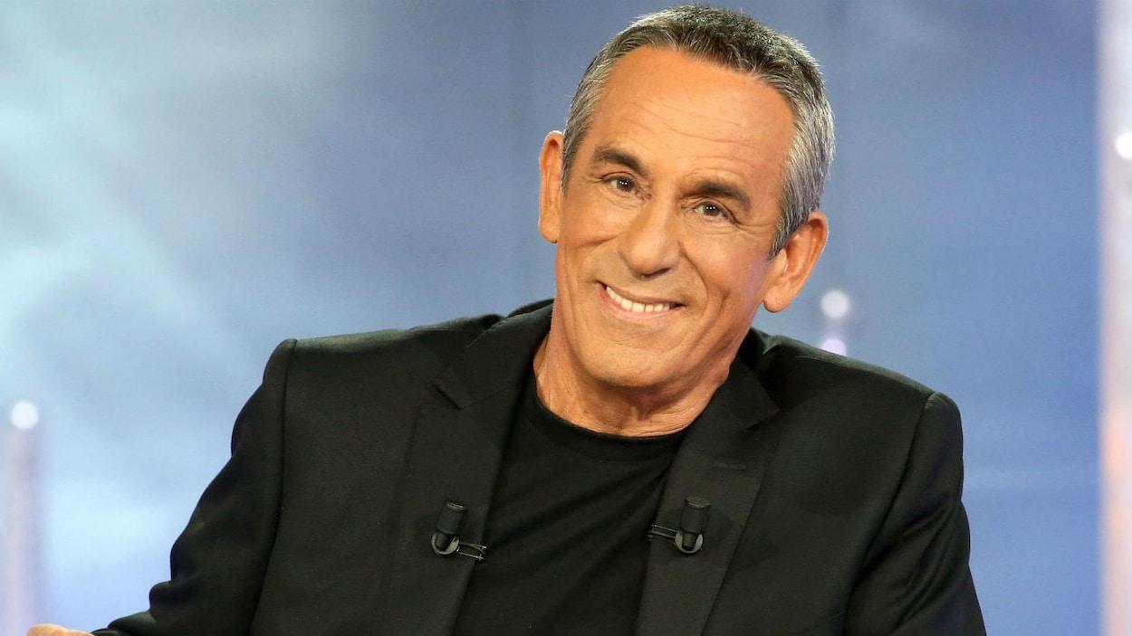 Thierry Ardisson sur le plateau de l'émission  Salut les Terriens