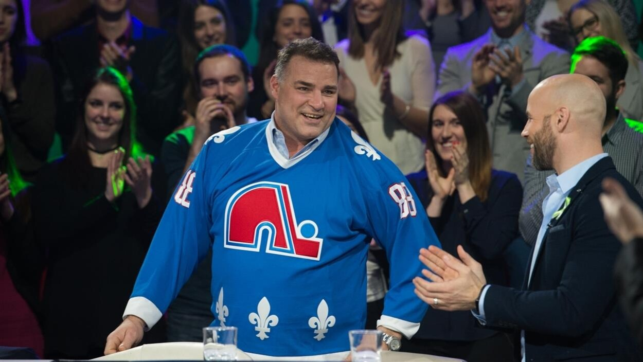 Deux ex-joueurs de hockey, Eric Lindros et Steve Bégin.