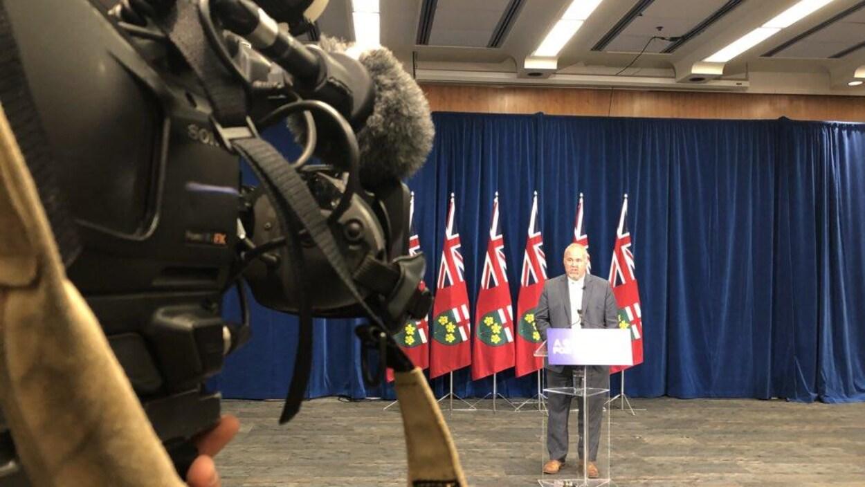 Le leader parlementaire, Todd Smith, annonce ce sur quoi le gouvernement conservateur concentrera ses efforts lors de la prochaine session.