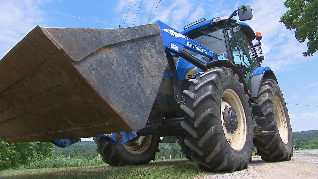 Un tracteur sur une ferme.
