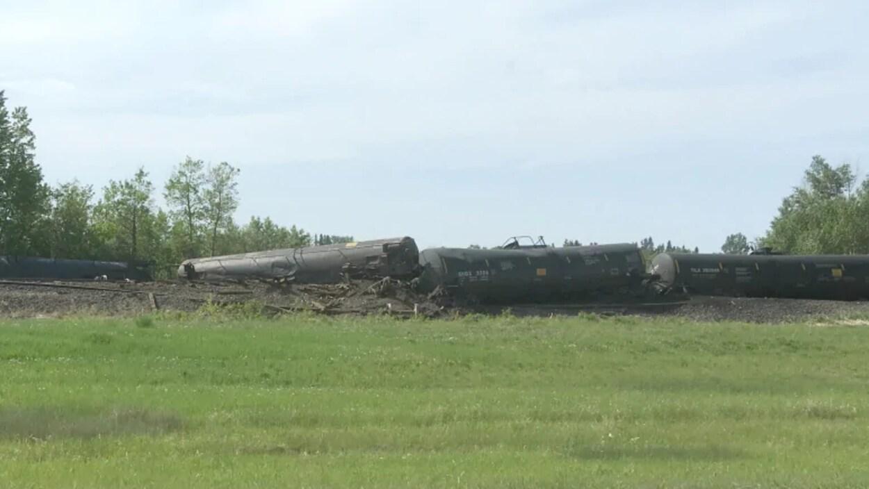 L'un des sept wagons a été endommagé plus sérieusement, et du pétrole s'est écoulé.
