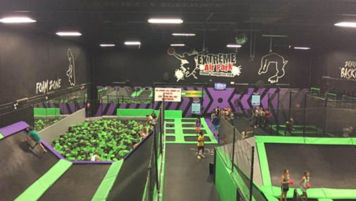 Salle de trampolines