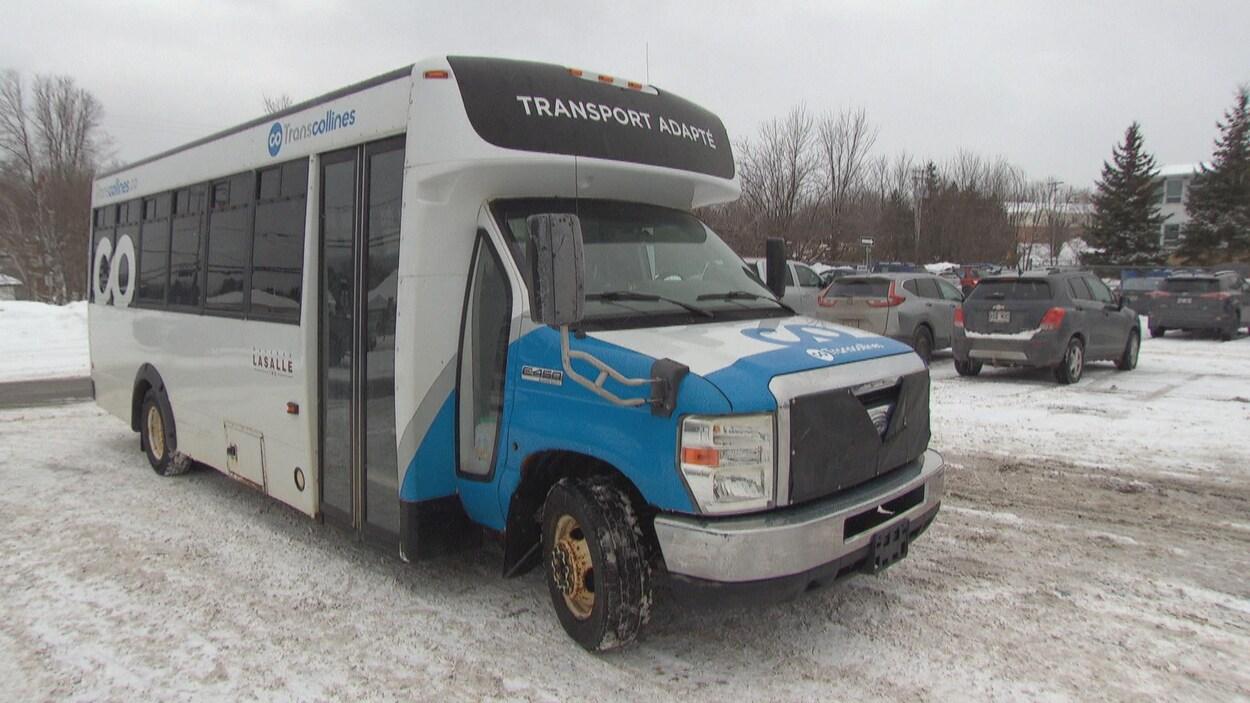 Un autobus du transport adapté qui appartient à Transcollines.