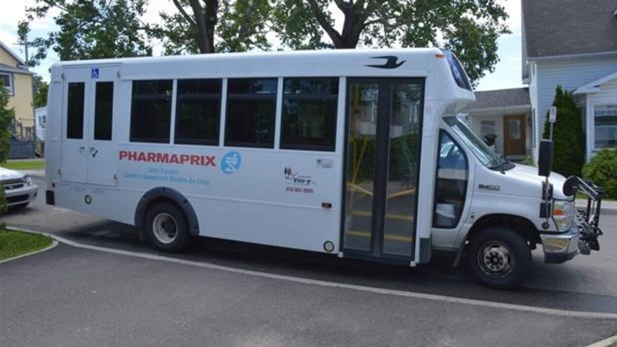 Un autobus du service Transport Vas-y de Rivière-du-Loup.