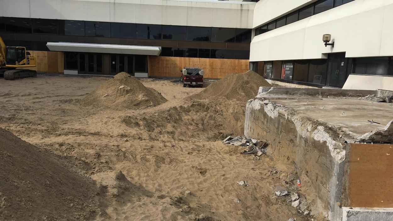 Les travaux de réfection de l'entrée du pavillon principal de l'Université du Québec à Trois-Rivières (UQTR) sont évalués à près d'1,4 M$.
