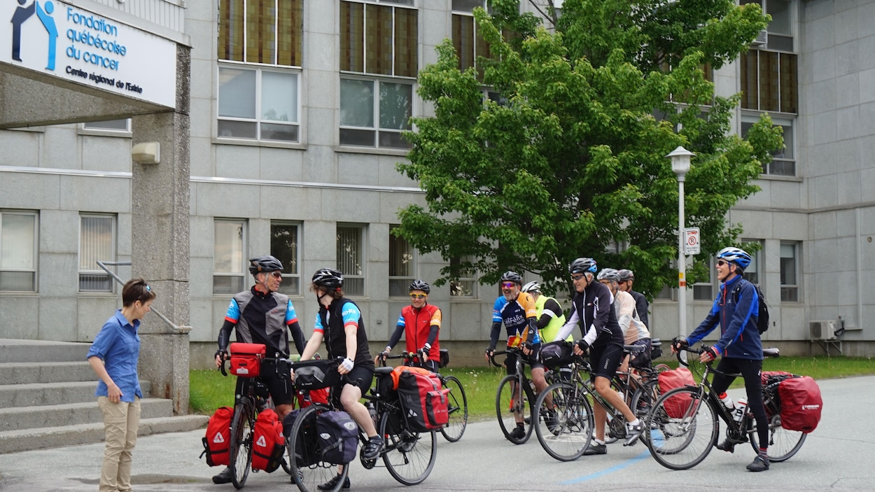 Alain et sa fille et Noémie Roy ont quitté sherbrooke jeudi matin dans le but de traverser le Canada à vélo.