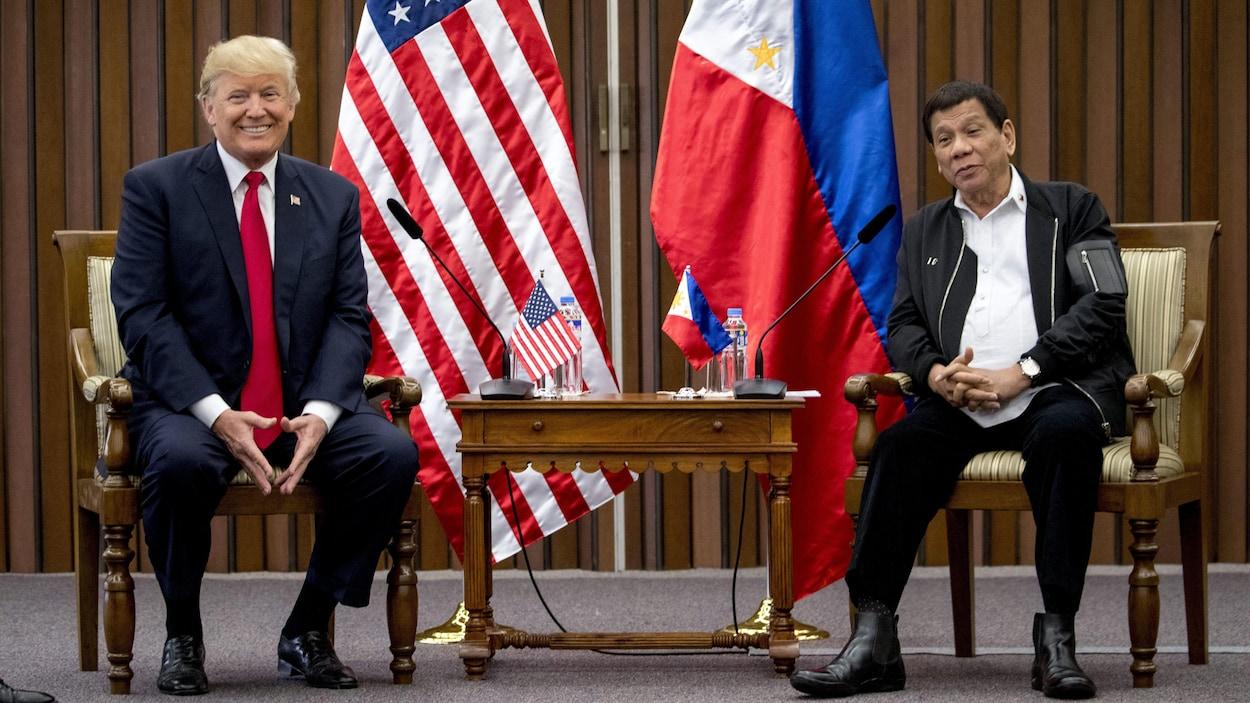 Le président des États-Unis Donald Trump s'est entretenu en privé avec son homologue philippin Rodrigo Duterte, figure controversée de la guerre sanglante contre la drogue au pays.