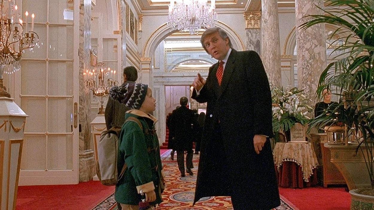 Donald Trump parle à un enfant.
