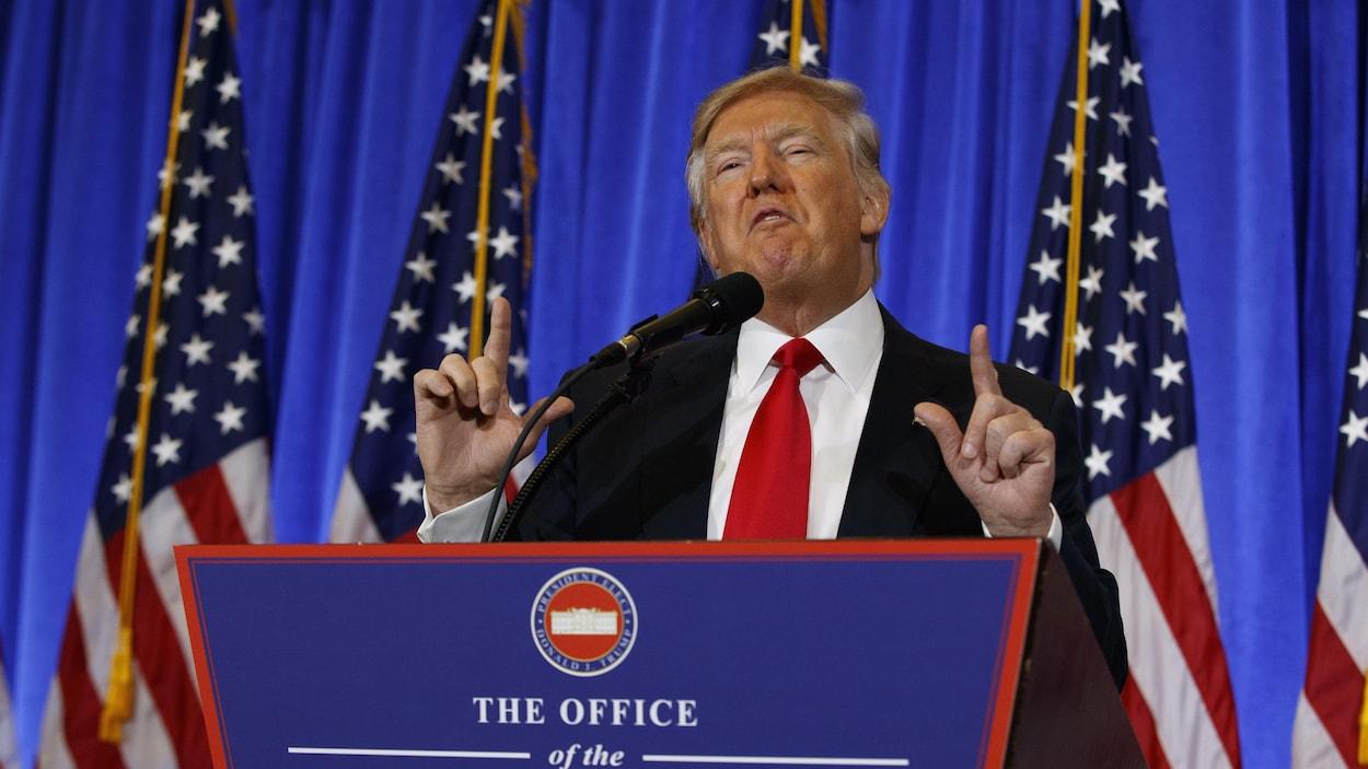 À huit jours de son entrée en fonction, le président élu Donald Trump donne sa première conférence de presse depuis juillet 2016, dans le lobby de la Trump tower à New York