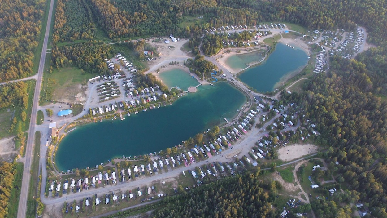 Vue aérienne de Twin Lakes Camping.
