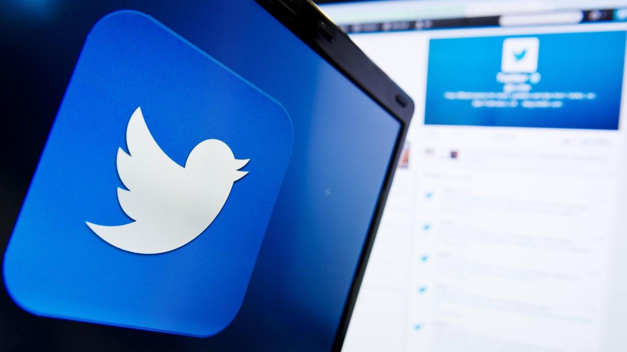 Le logo de Twitter sur un écran.