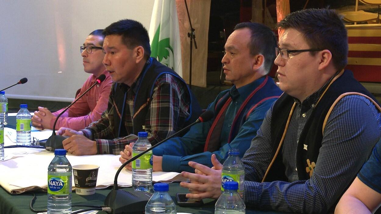 Les membres du comité de révision du code électoral de Uashat-Maliotenam