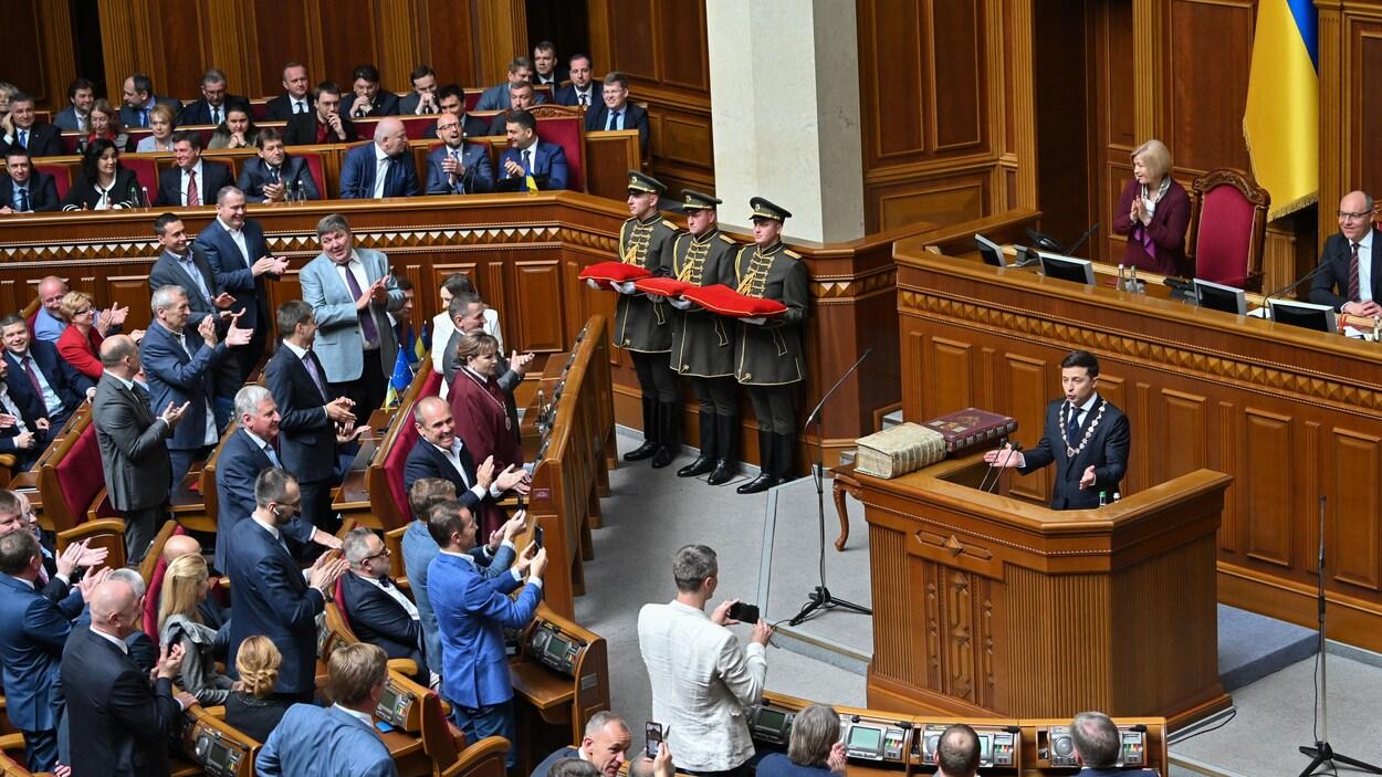Le nouveau président ukrainien s'exprime devant l'assemblée législative.