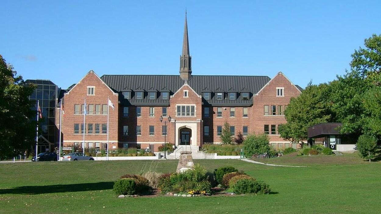 L'édifice principale de l'Université Algoma à Sault-Ste-Marie.